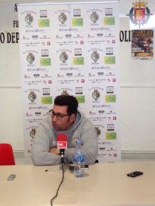 El entrenador del Hermi, en la rueda de prensa (Foto CR El Salvador)